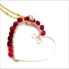 Egyedi szív medál rubin drágakövekkel