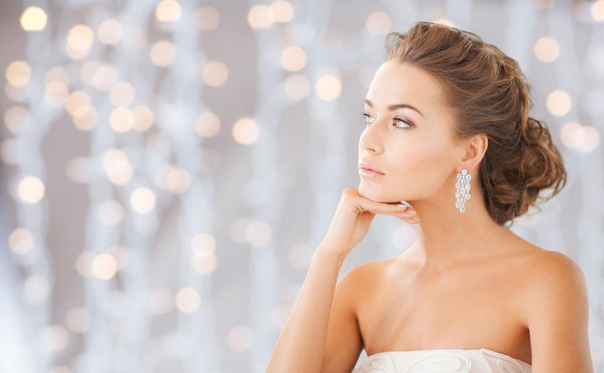 Hogyan válasszuk ki a megfelelő esküvői ékszert?